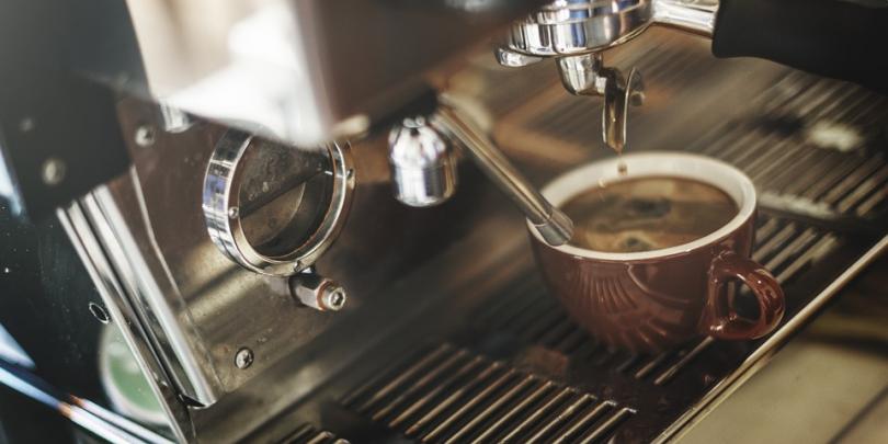 Cómo elegir la mejor cafetera barata para un espresso de